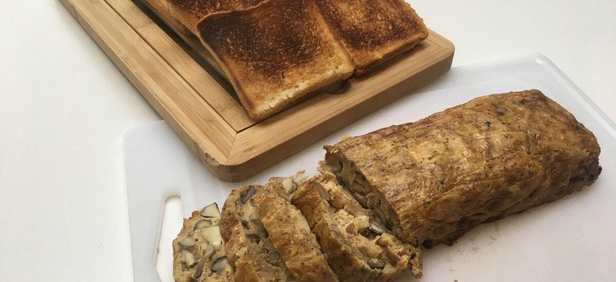 Paddenstoelenterrine met kaas en amandel